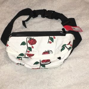 PacSun Accessories - Roses hip sack
